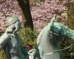 Neptunbrunnen, Reiter mit Pferd