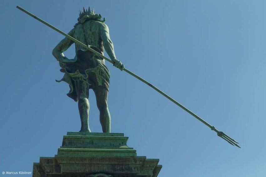 Neptun mit seinem Speer in der Hand