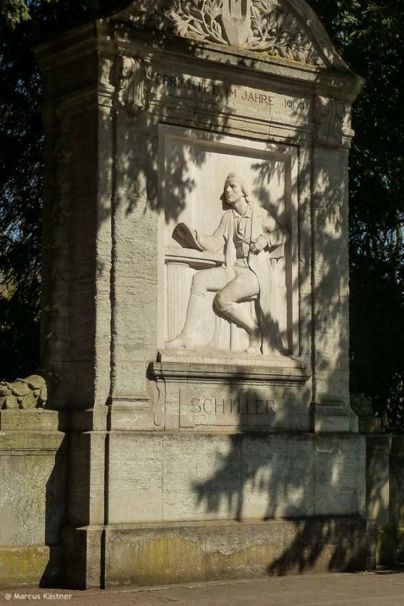 Schiller Denkmal im Park