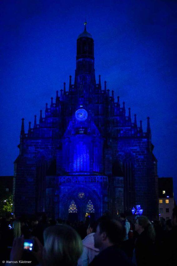 Die Frauenkirche im blauen Licht