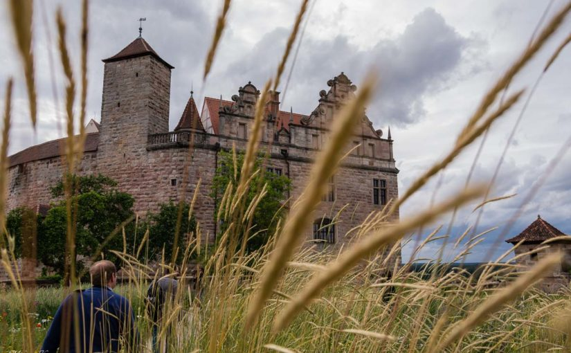 Die Burg von Hohenzollern - fotografiert vom Burggarten aus