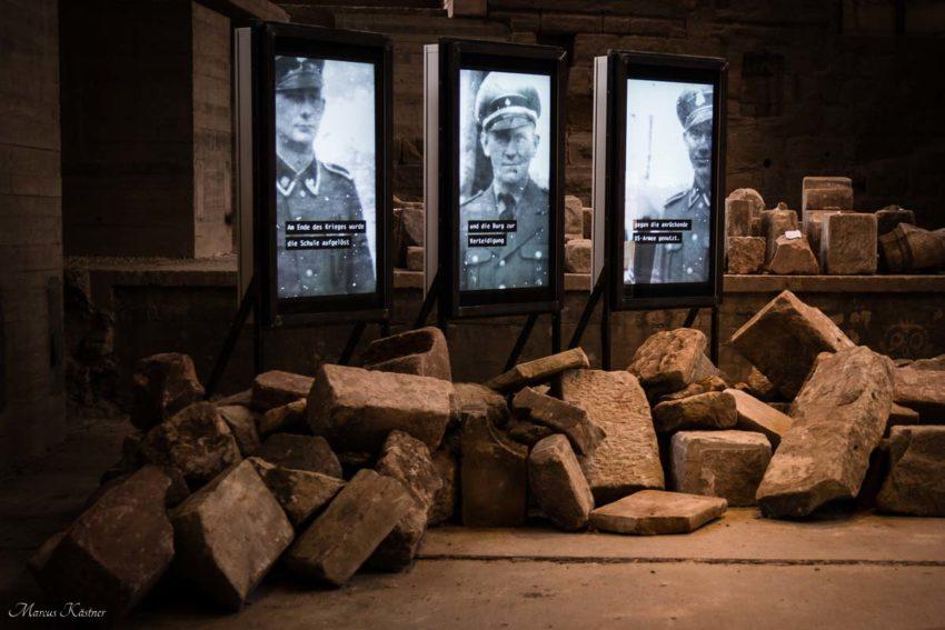 Zerstörte Mauern vom 2. Weltkrieg. Ausstellung über die Geschichte der Burg Cadolzburg